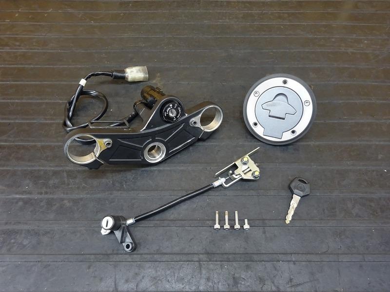 【210802】YZF-R3 ABS(RH13J-001)■ キーセット メインキー トップブリッジ タンクキャップ シートロック ※検:YZF-R25 MT25 | 中古バイクパーツ通販・買取 ジャンクヤード鳥取 JunkYard