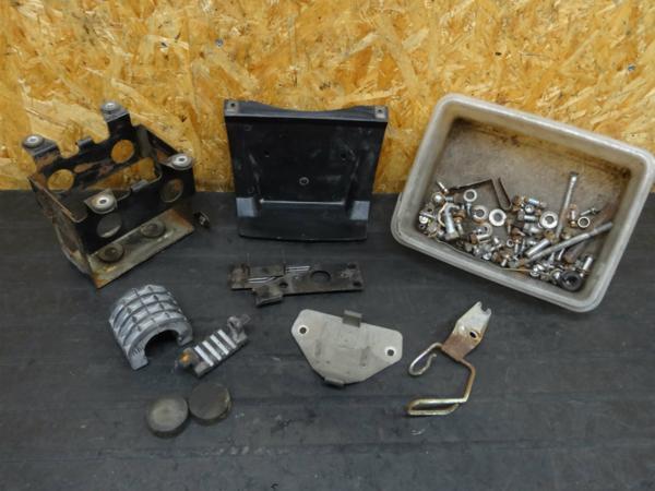 【150708】Z250FT(KZ250A)◇ボルト ブッシュ バッテリーBOX | 中古バイクパーツ通販・買取 ジャンクヤード鳥取 JunkYard