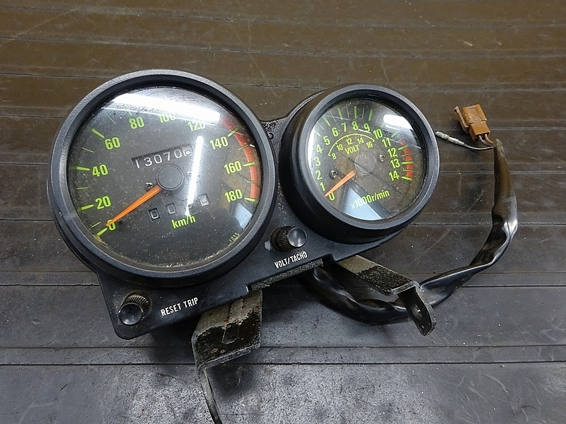 【200106】GPZ400F(ZX400A-025)■ スピードメーター(13070㎞) タコメーター アンメーター 【GPZ400 | 中古バイクパーツ通販・買取 ジャンクヤード鳥取 JunkYard