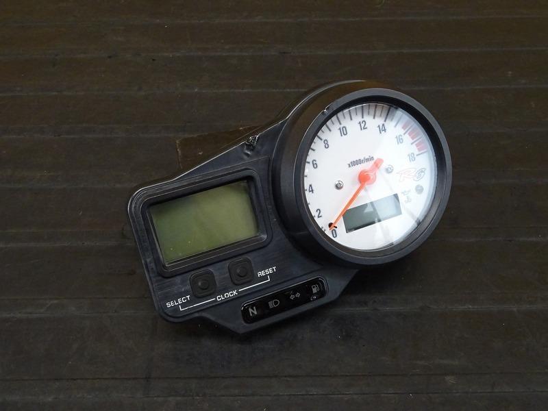 【210120】YZF-R6 '99■ スピードメーター タコメーター インジケーターランプ 4784㎞ 【5EB '99-'00 | 中古バイクパーツ通販・買取 ジャンクヤード鳥取 JunkYard