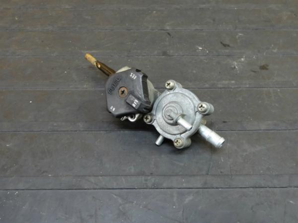【161026】VF750セイバー(RC07)◆フューエルコック ガソリン難有 | 中古バイクパーツ通販・買取 ジャンクヤード鳥取 JunkYard