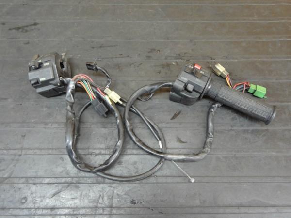 【170530】ZXR400(ZX400H-002)◆ハンドルスイッチ 左右 難有 | 中古バイクパーツ通販・買取 ジャンクヤード鳥取 JunkYard