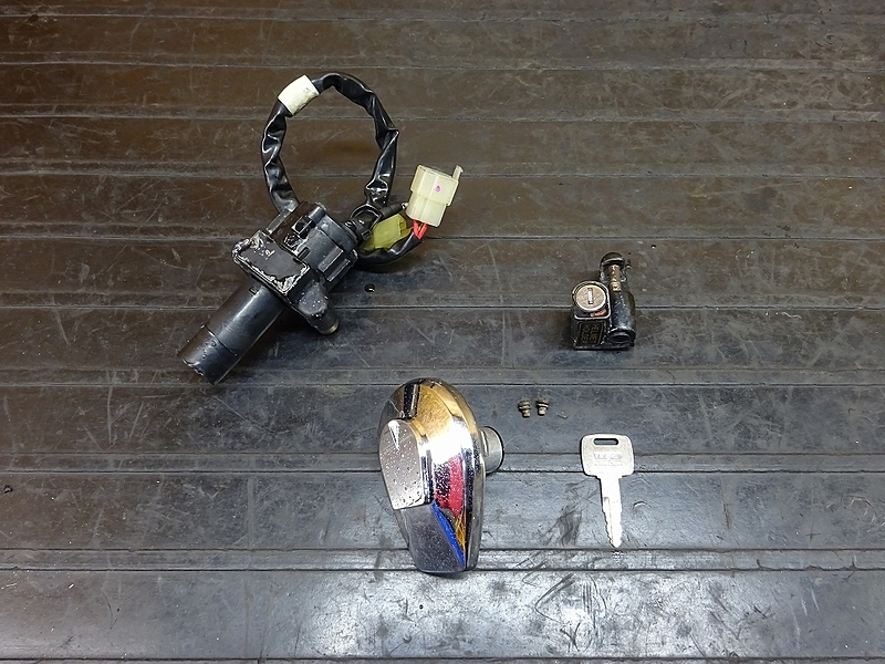 【181130.H】GB250クラブマン2型(MC10-1107)● キーセット メインスイッチ イグニッション メットホルダー タンクキャップ 難有 | 中古バイクパーツ通販・買取 ジャンクヤード鳥取 JunkYard