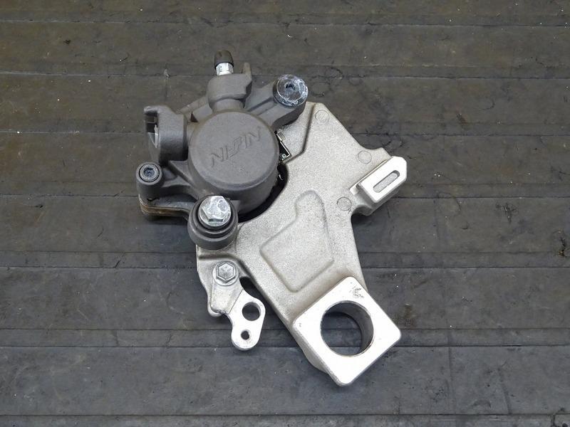 【200615】GSX-S1000 ABS '16■ リアブレーキキャリパー キャリパーサポート 【S1000F   中古バイクパーツ通販・買取 ジャンクヤード鳥取 JunkYard