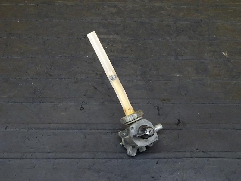 【201007】CB400FOUR(NC36-1002)■ 燃料コック ガソリンコック フューエルコック 【CB400F 平成フォア | 中古バイクパーツ通販・買取 ジャンクヤード鳥取 JunkYard