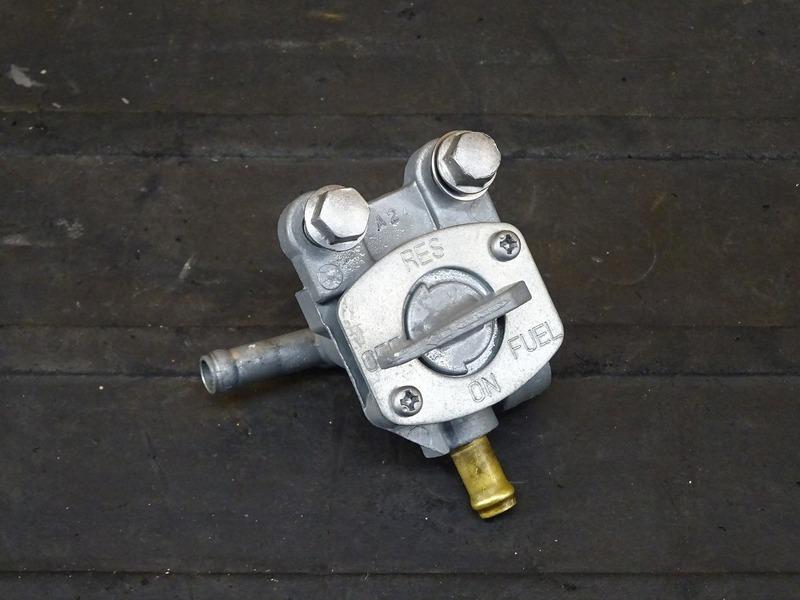 【210405】Dトラッカー/250SB■ 燃料コック ガソリンコック フューエルコック ウェットブラスト施工済み! ※検:KLX250 LX250E LX250L | 中古バイクパーツ通販・買取 ジャンクヤード鳥取 JunkYard