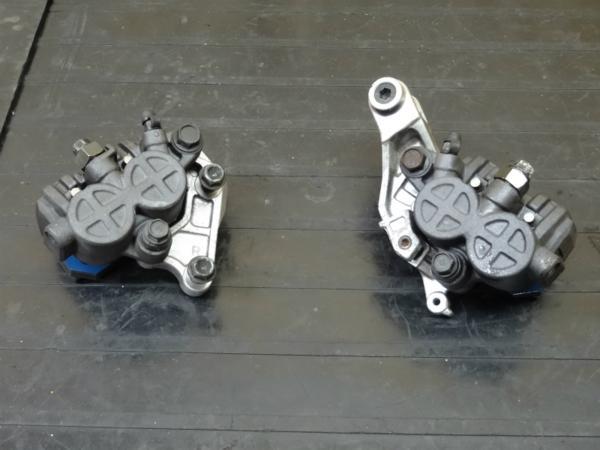 【150122】NS400R(NC19)◆フロントブレーキキャリパー左右 | 中古バイクパーツ通販・買取 ジャンクヤード鳥取 JunkYard