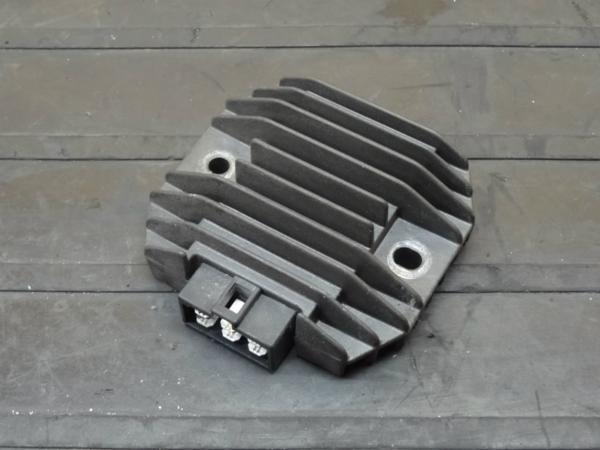 【150423】GSX250FX(ZR250C)◆レギュレーター レギュレター | 中古バイクパーツ通販・買取 ジャンクヤード鳥取 JunkYard