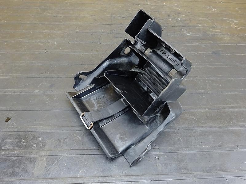 【190627.H】VTR250(MC33-1201)● バッテリーボックス 小物入れ インナーフェンダー | 中古バイクパーツ通販・買取 ジャンクヤード鳥取 JunkYard