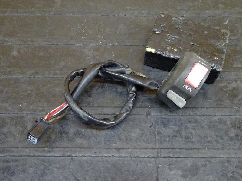 【210215】XJR400(4HM-002)◇ ハンドルスイッチ右 スイッチボックス右 | 中古バイクパーツ通販・買取 ジャンクヤード鳥取 JunkYard