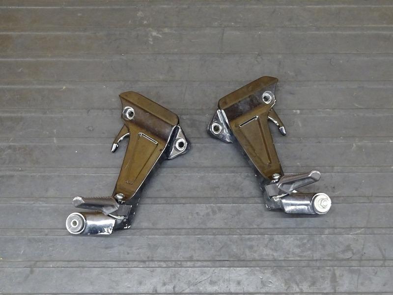 【210628】CB1300SF(SC40-1050)■ タンデムステップ左右セット | 中古バイクパーツ通販・買取 ジャンクヤード鳥取 JunkYard