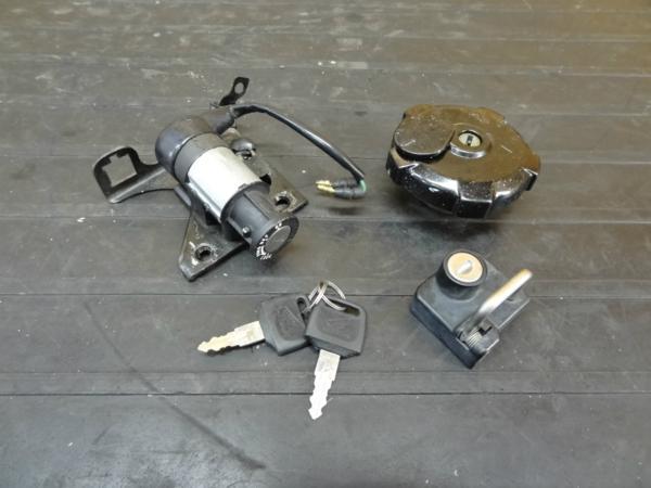 【170111】TLM220R(MD23)◆キーセット メインスイッチ キャップ | 中古バイクパーツ通販・買取 ジャンクヤード鳥取 JunkYard