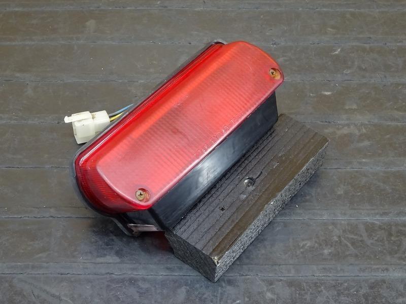 【210216】R1-Z(3XC-003)● テールランプ ブレーキランプ ナンバー灯 | 中古バイクパーツ通販・買取 ジャンクヤード鳥取 JunkYard