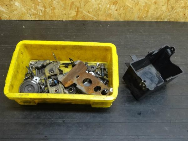 【141201】FZR250R(3LN)◆バッテリーボックス ボルトセット | 中古バイクパーツ通販・買取 ジャンクヤード鳥取 JunkYard