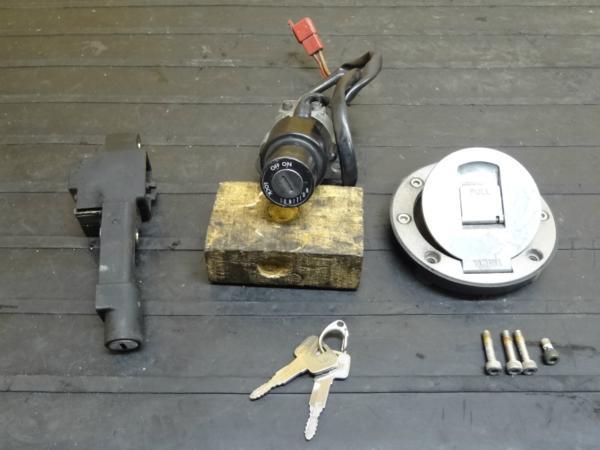 【141201】FZR250R(3LN)◆キーセット メインスイッチ 鍵 | 中古バイクパーツ通販・買取 ジャンクヤード鳥取 JunkYard