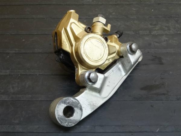 【141201】FZR250R(3LN)◆リアブレーキキャリパー サポート付 | 中古バイクパーツ通販・買取 ジャンクヤード鳥取 JunkYard