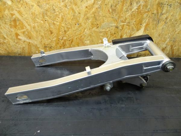 【150402】GSX-R250(GJ72A)◎スイングアーム ピボット リンク | 中古バイクパーツ通販・買取 ジャンクヤード鳥取 JunkYard