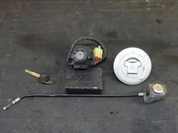 【160426】VTR250(MC33)◎キーセット メインSW タンクキャップ | 中古バイクパーツ通販・買取 ジャンクヤード鳥取 JunkYard