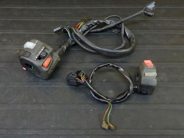 【160720】FZR1000(3GM)◇ハンドルスイッチ 左右 ウインカーSW | 中古バイクパーツ通販・買取 ジャンクヤード鳥取 JunkYard