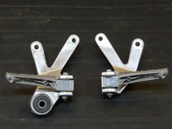 【160720】FZR1000(3GM)◇タンデムステップ 左右 リアステップ | 中古バイクパーツ通販・買取 ジャンクヤード鳥取 JunkYard