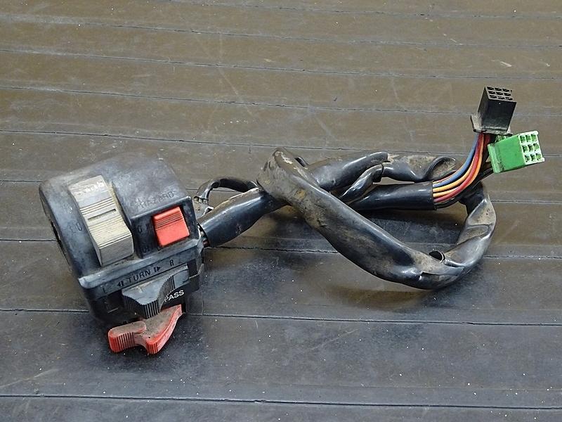 【200106】GPZ400F(ZX400A-025)■ ハンドルスイッチ左 スイッチボックス左 【GPZ400 | 中古バイクパーツ通販・買取 ジャンクヤード鳥取 JunkYard