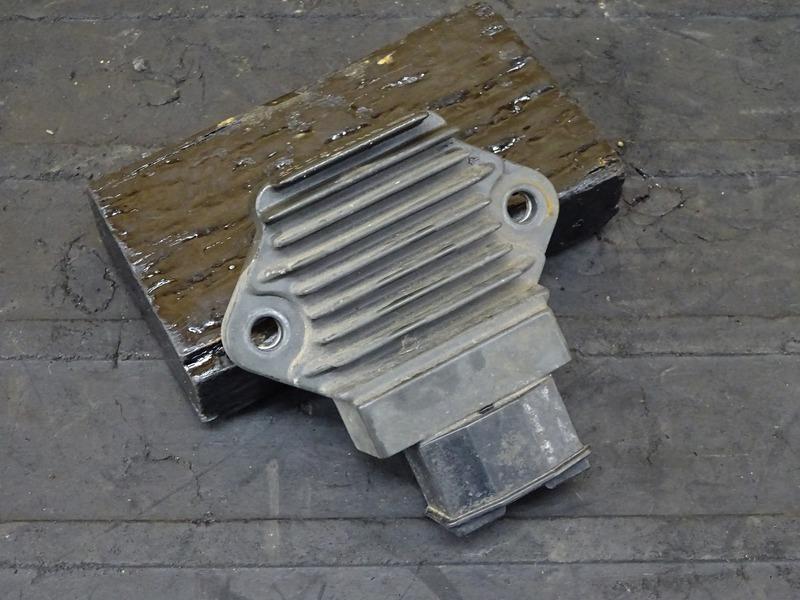 【200923】ホーネット600S(PC34-1500)■ レギュレーター レギュレター 【ホーネットS | 中古バイクパーツ通販・買取 ジャンクヤード鳥取 JunkYard
